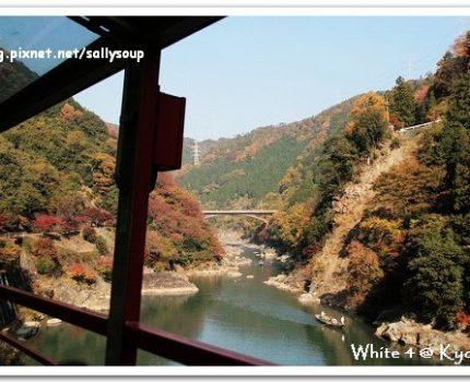 [2007 楓京都] 隨著嵯峨野小火車在山林穿梭