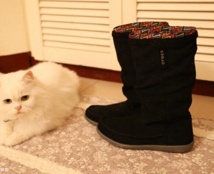 crocs 2013 秋冬新鞋款。「阿瑞安娜麂皮靴」陪你度過暖呼呼的冬天