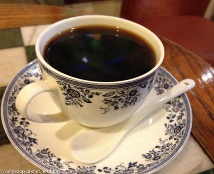 烘培者咖啡。雨中的咖啡香氣